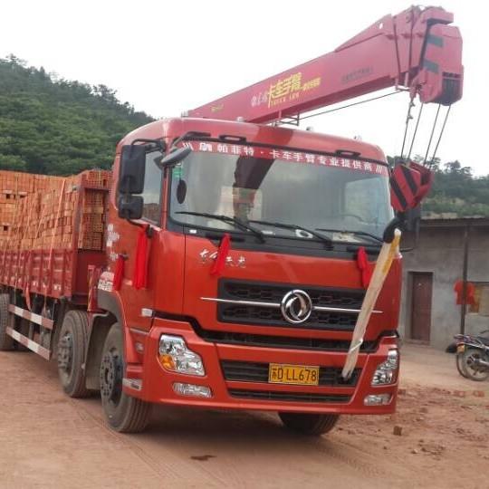 帕菲特随车吊助力砖厂行业运输装卸变革