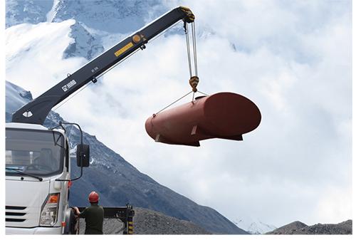 重汽希尔博吊机进行石油设备转运
